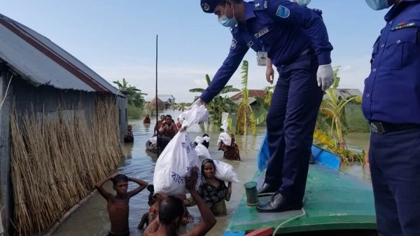 Shibchar Flood Area Police Food Distribution-25.7